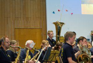Man beachte die im Aufwind der Tuba kreisenden Vögel! (Walt Disney Pictures - Circle of Life)